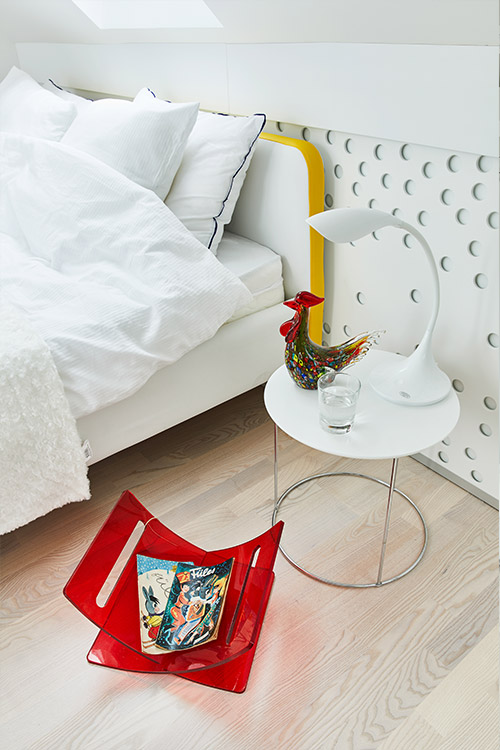Colorful bedroom decor idea - renovated apartment by Margeza