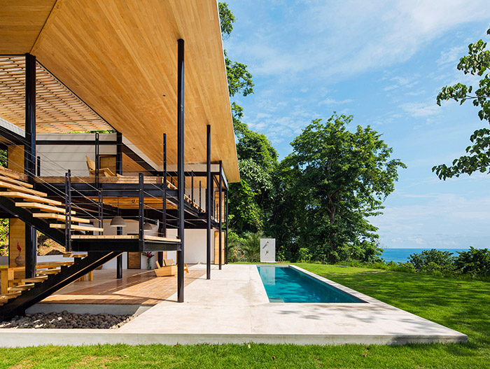 Stunning eco-friendly house in Costa Rica by Benjamin Garcia Saxe boasts breathtaking views of the ocean and jungle
