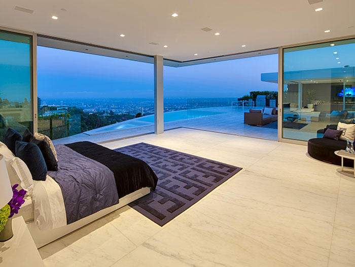 Gorgeous bedroom with spectacular views of Los Angeles - Carla Ridge Residence