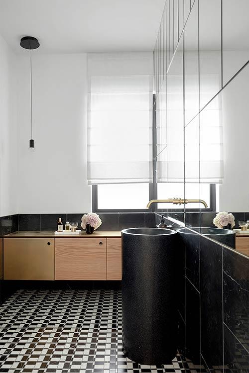 Tama's Tee Home by Luigi Rosselli Architects in Sydney, Australia - modern black bathroom design