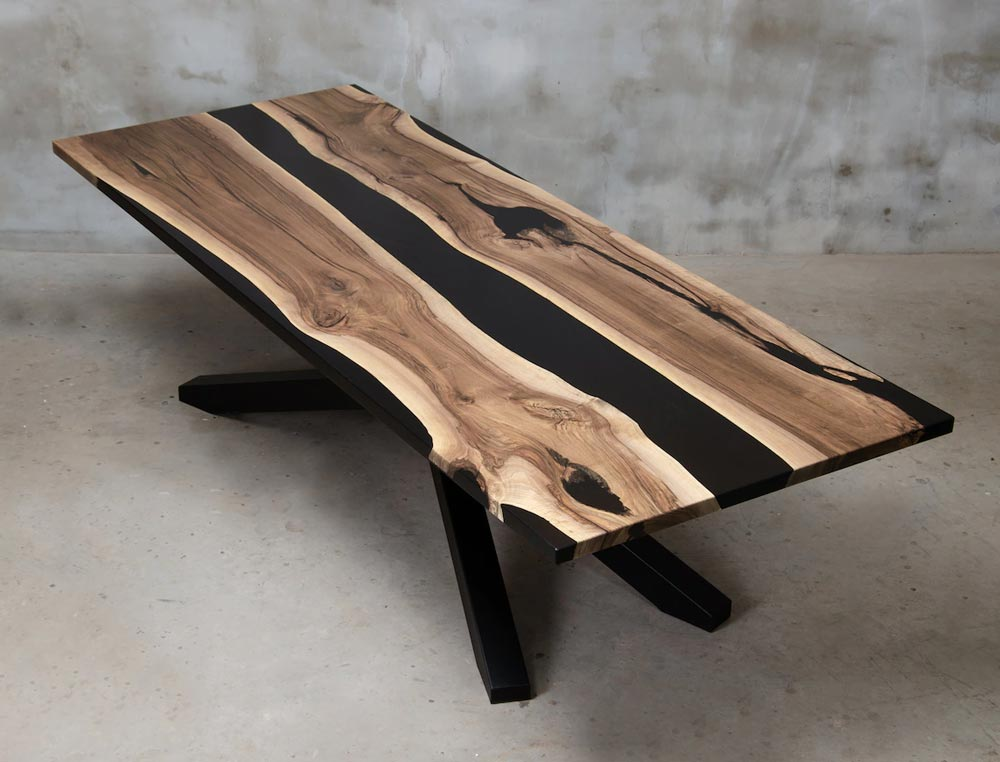 Black resin table with metal legs, coated with a matte varnish