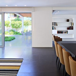 Bright and cozy family home in Israel by Blumenfeld Moore Architects