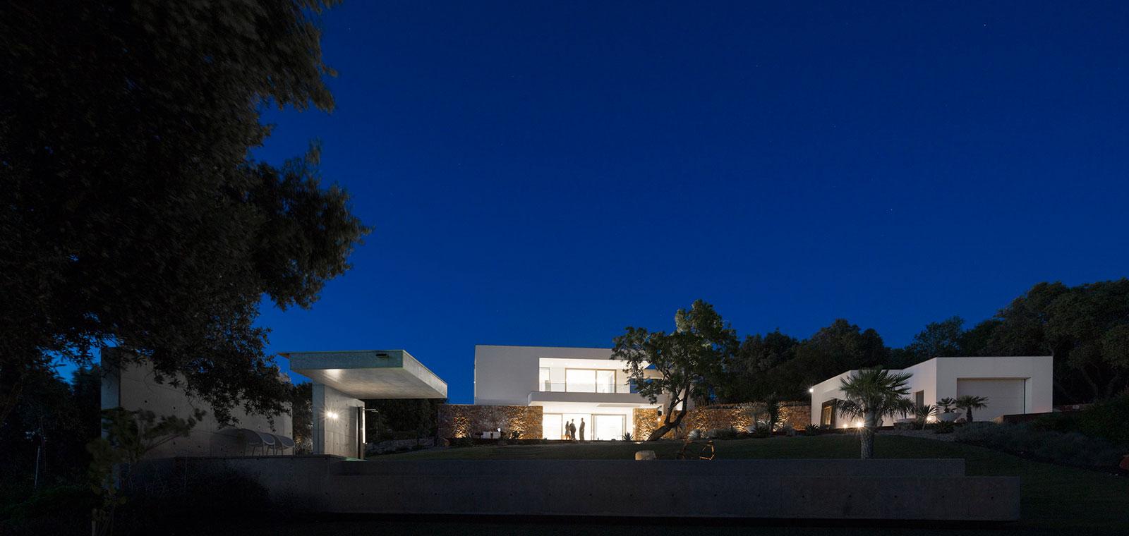 Casa da Malaca - Contemporary villa in Algarve, Portugal by Mario Martins Atelier