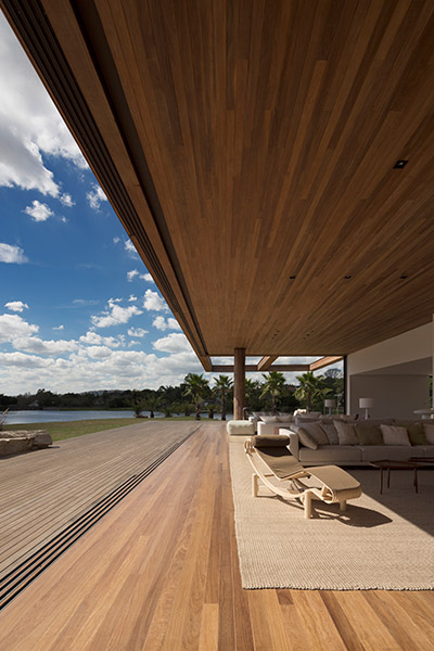 Modern Brazilian architecture at its best : Casa Itu near Sao Paolo, Brazil