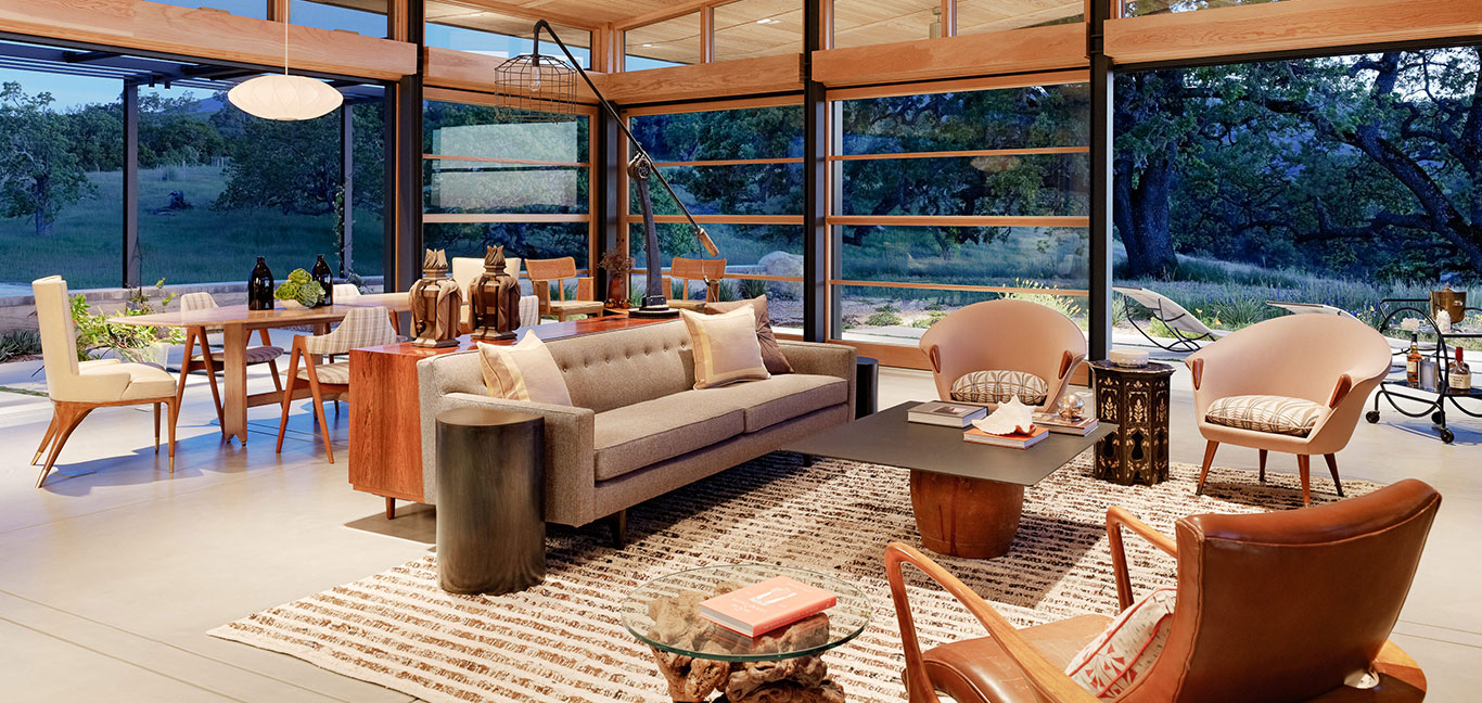 Caterpillar House - sustainable contemporary ranch home in California with gorgeous living room