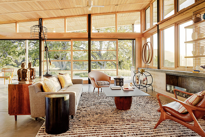 Caterpillar House - Sustainable contemporary ranch home with wooden interior perfect for an indoor-outdoor lifestyle