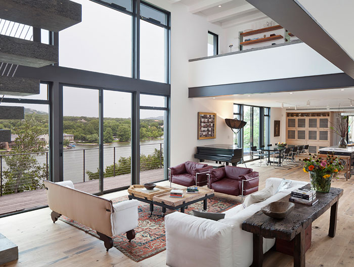 Charming living room in Austin Texas house by Specht Architects
