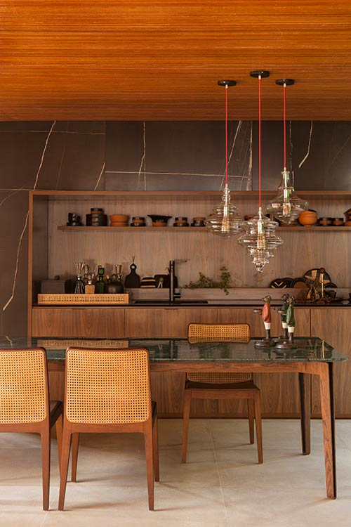 Collector's Nook by mf+arquitetos: Incredible kitchen design in a contemporary brazilian house