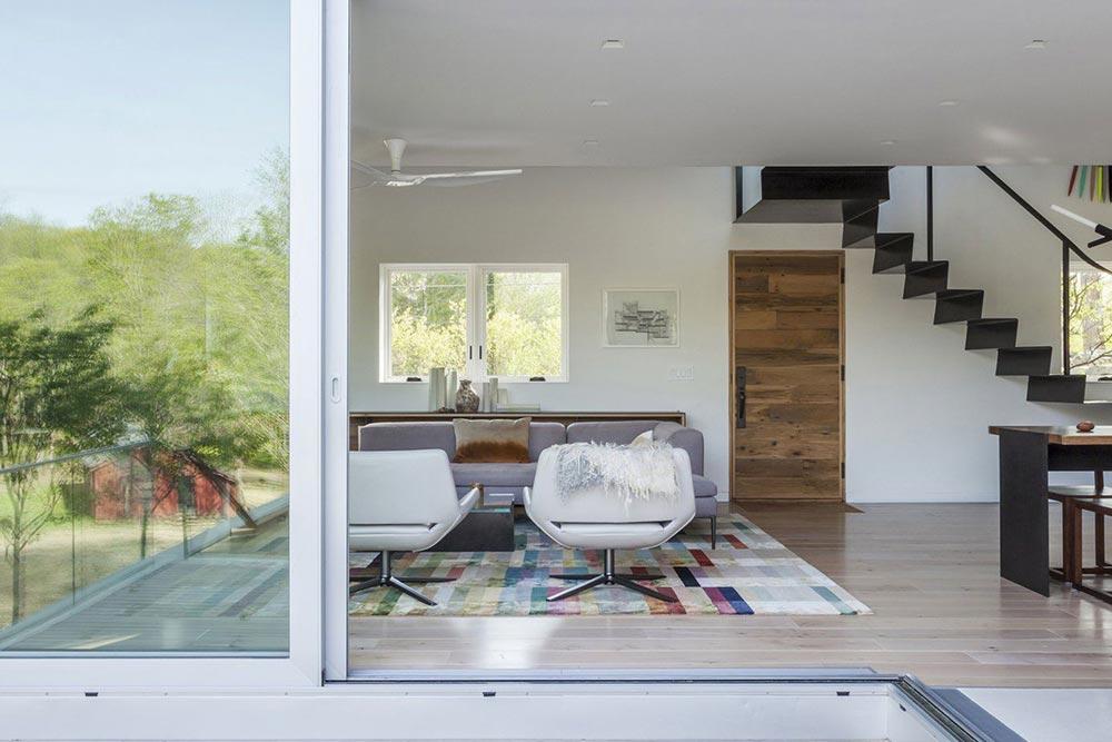 Living room decor idea - choosing a colorful rug