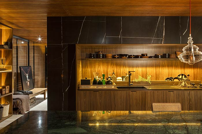 Amazing kitchen design idea in a contemporary Brazilian house for an art collector by mf+arquitetos