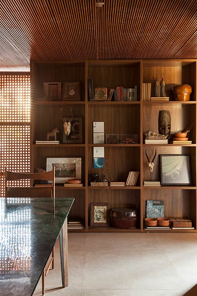 Contemporary house in Franca, Brazil for an art collector by mf+arquitetos