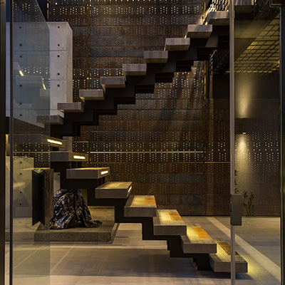 Beautiful staircase design idea in a contemporary mansion in South Africa that blends luxury with comfort - by Nico van der Meulen Architects