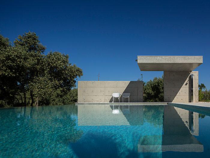 contemporary-pool-casa-da-malaca