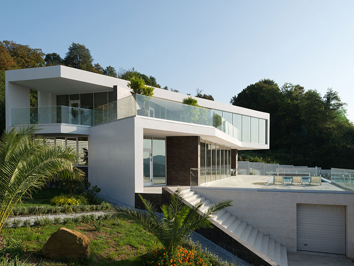 Contemporary Russian architecture at its best : Villa V in Sochi by Alexandra Fedorova