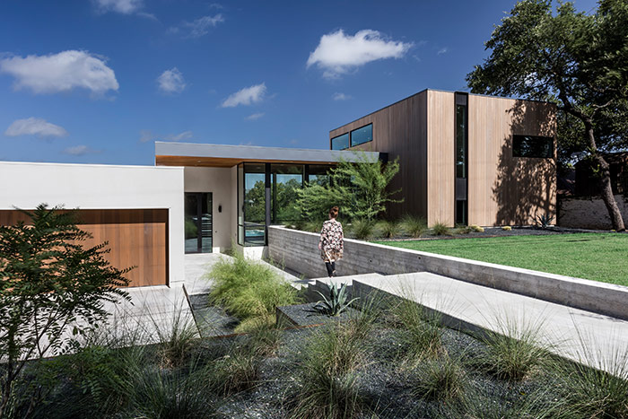 Dazzling house by Matt Fajkus Architecture lets the family enjoy an indoor-outdoor lifestyle