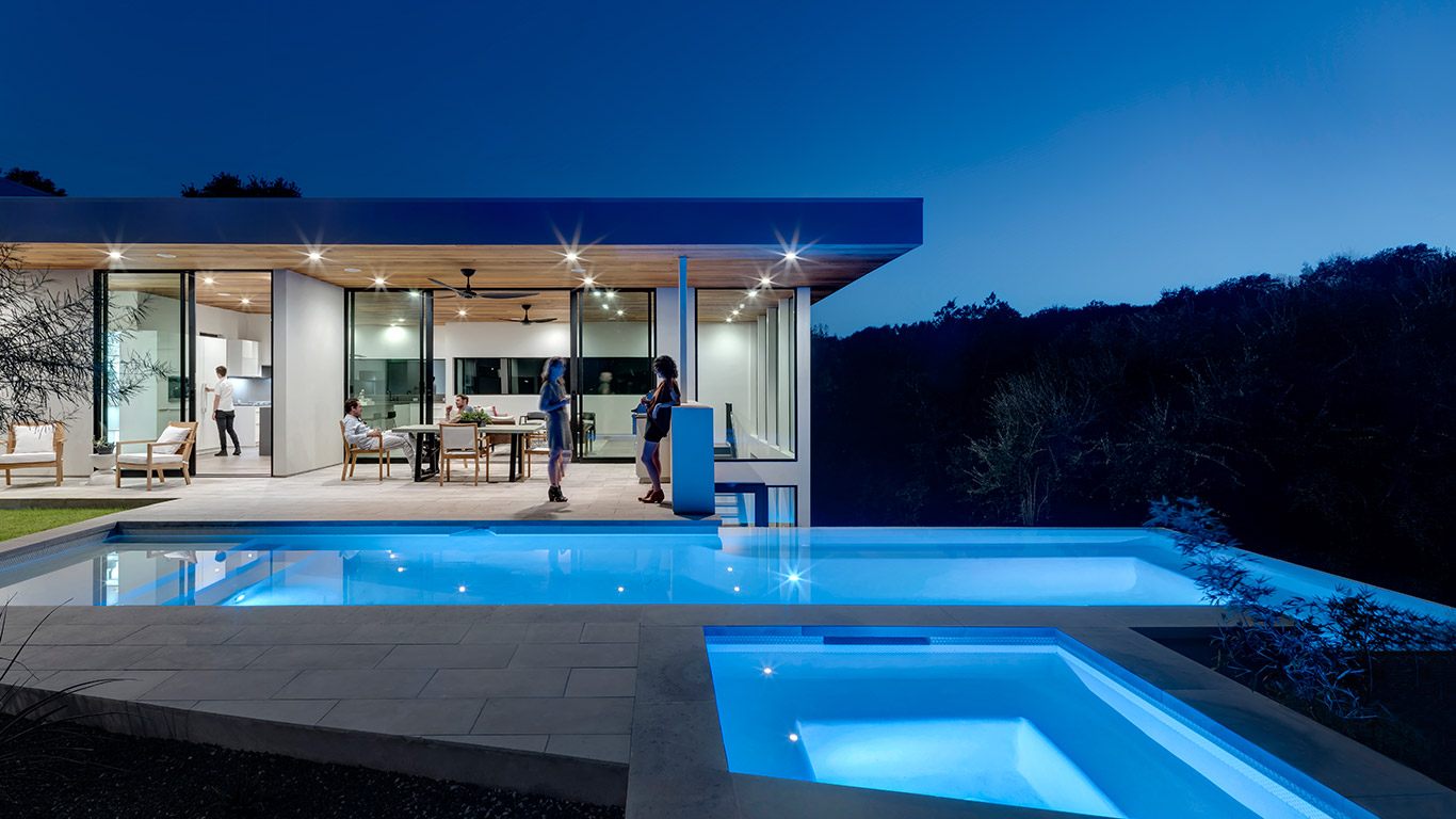 Dazzling house in austin texas lets the family enjoy an for Stunning houses