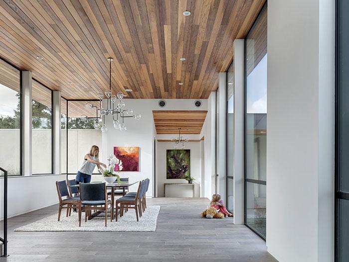 Modern dining room design idea in dazzling house located in Austin, Texas - by Matt Fajkus Architecture