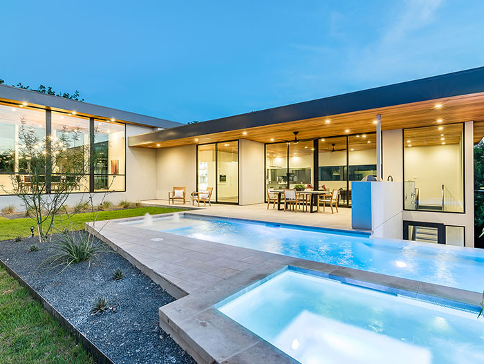Dazzling house in Austin has magnificent views and lets the family enjoy an indoor-outdoor lifestyle