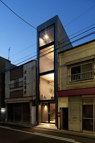 1.8m house by YUUA Architects - compact house in Tokyo, Japan divided into several floor levels