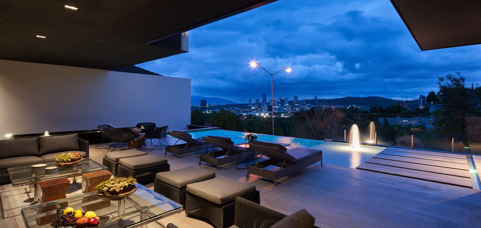 Gorgeous double height living room with stunning Monterrey, Mexico views