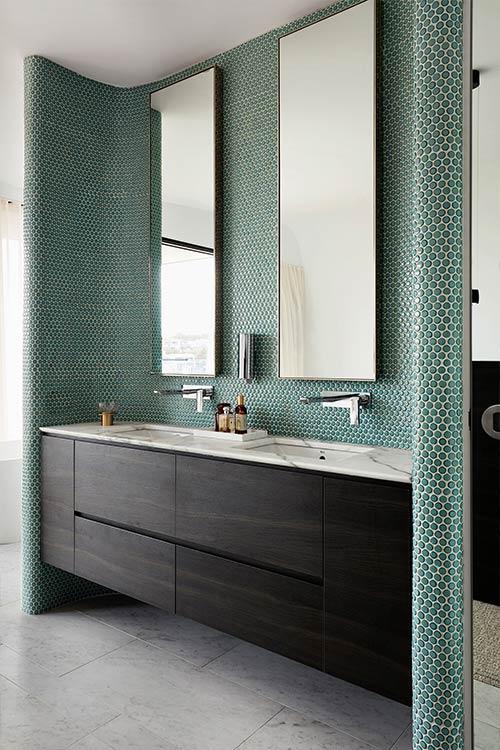 Green bathroom design idea in an Australian home