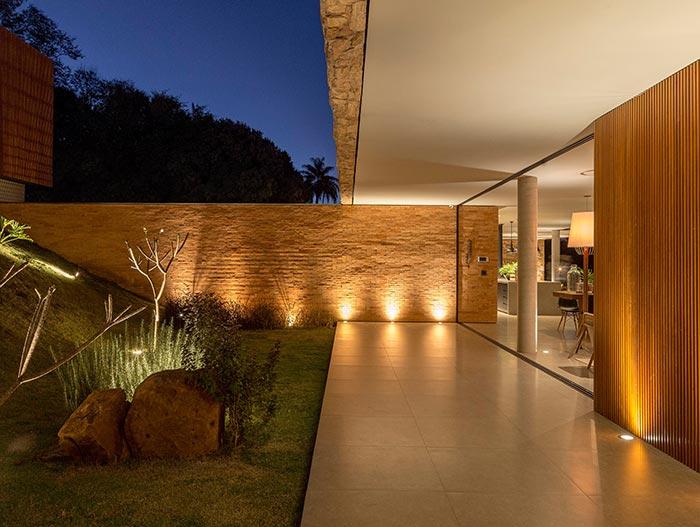 House of Stones by mf+arquitetos located in Franca, Brazil
