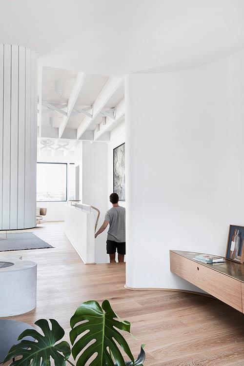 Tama's Tee Home by Luigi Rosselli Architects located in Tamarama, Sydney, Australia - beautiful modern interior