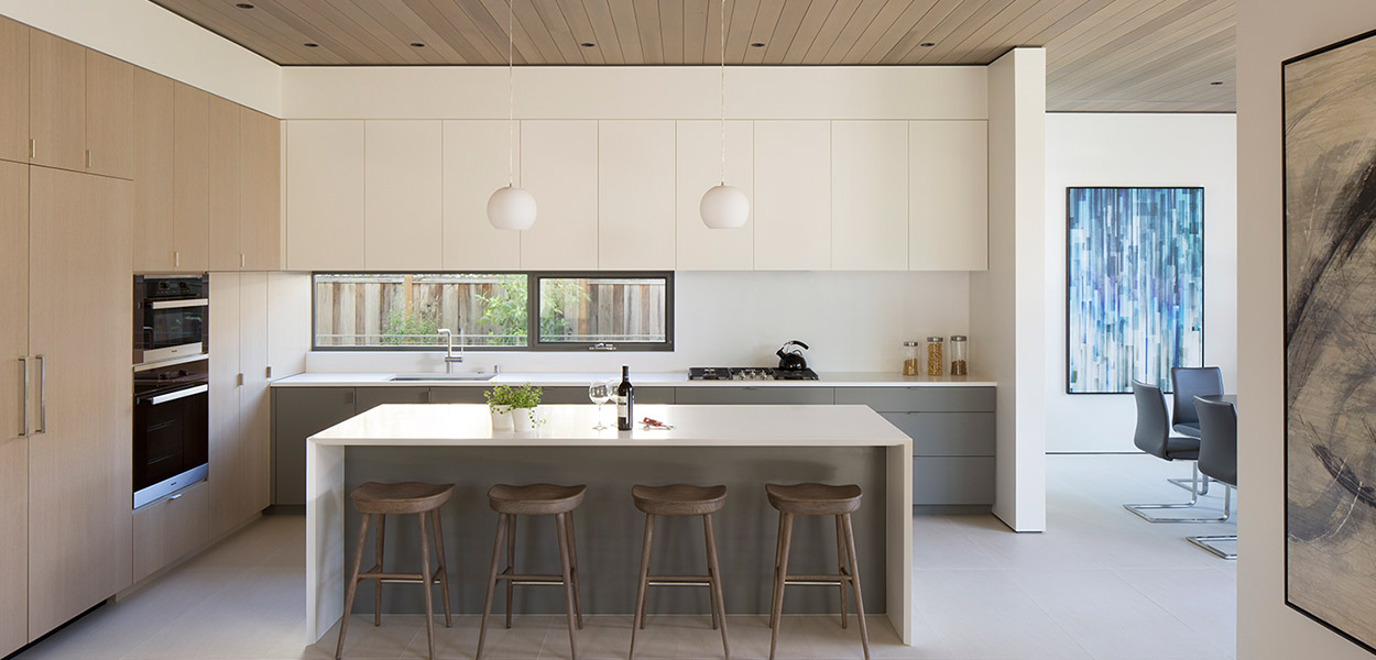 Modern kitchen with neutral color palette in Lantern House by Feldman Architecture