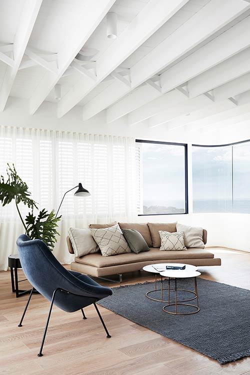 Tama's Tee Home by Luigi Rosselli Architects located in Tamarama, Sydney, Australia - modern living room design idea