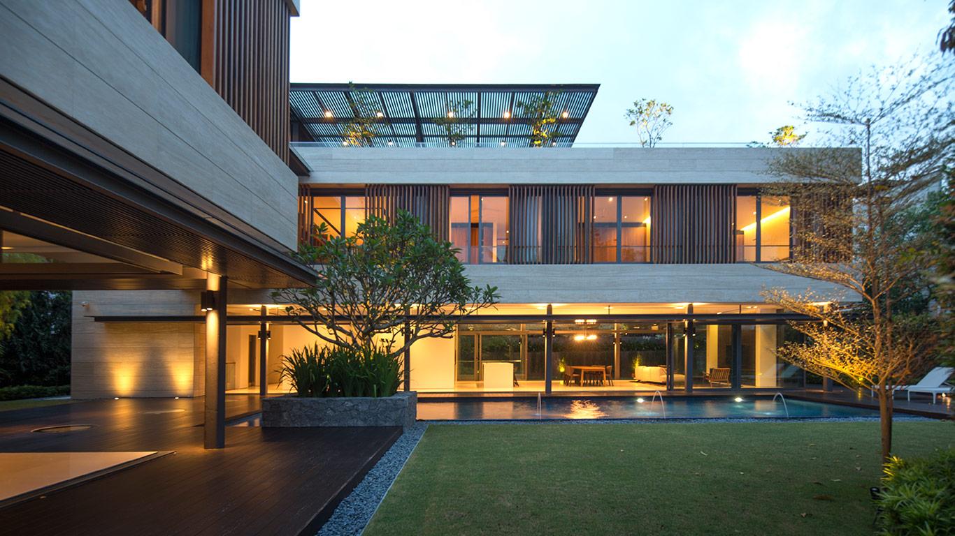 Secret garden house luxurious contemporary family home for Home garden design singapore