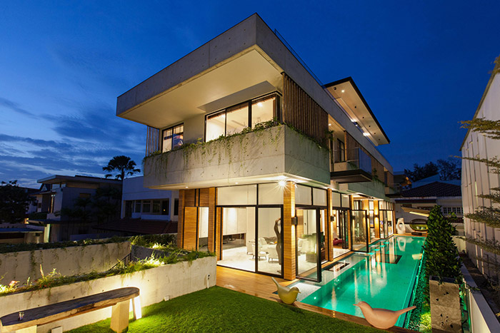Luxury house East Singapore with stunning swimming pool