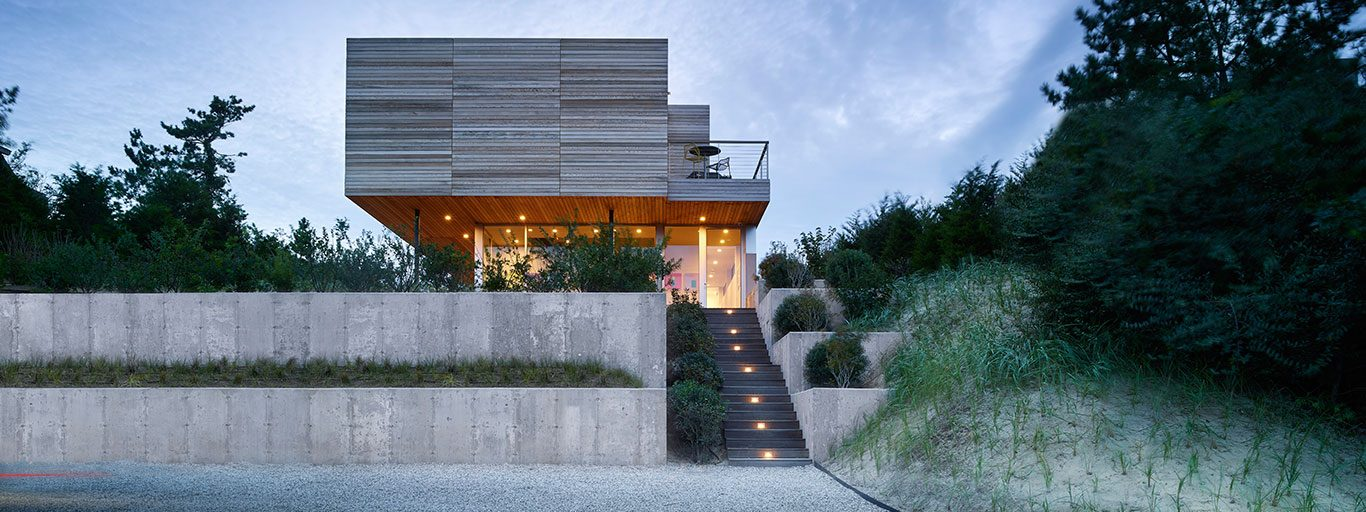 Mako Residence: Multigenerational house in Amagansett, New York balances privacy and ocean views by Stelle Lomont Rouhani Architects