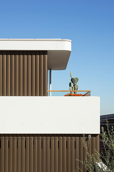 Spectacular contemporary exterior of renovated Australian home by Luigi Rosselli Architects