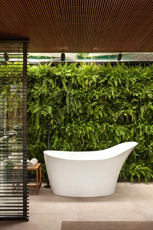 Incredible master bathroom design in a contemporary brazilian house by mf+arquitetos