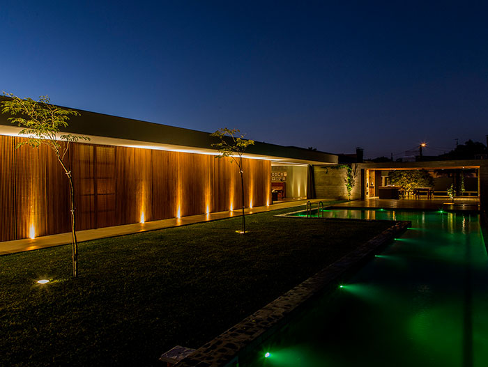 Mcny House by mf+arquitetos: wooden single-family house with stunning pool, located near Sao Paulo