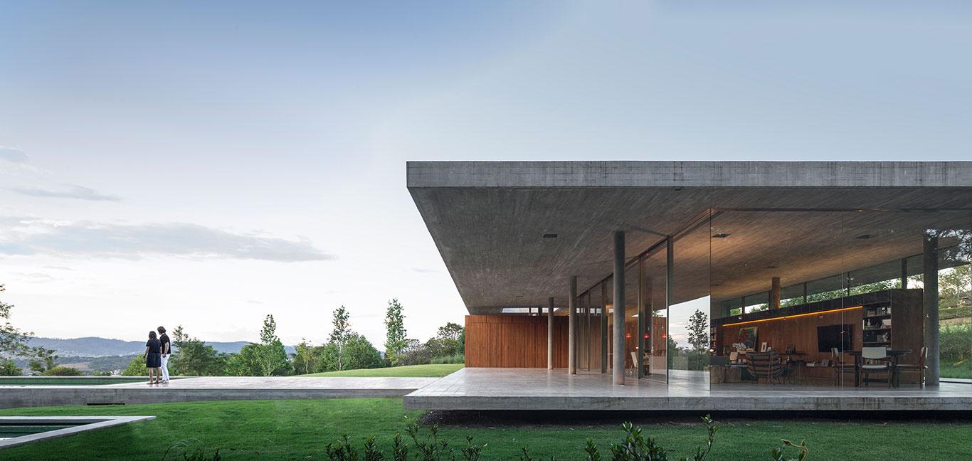Modern, minimalist Brazilian house by Studio MK 27 with stunning views