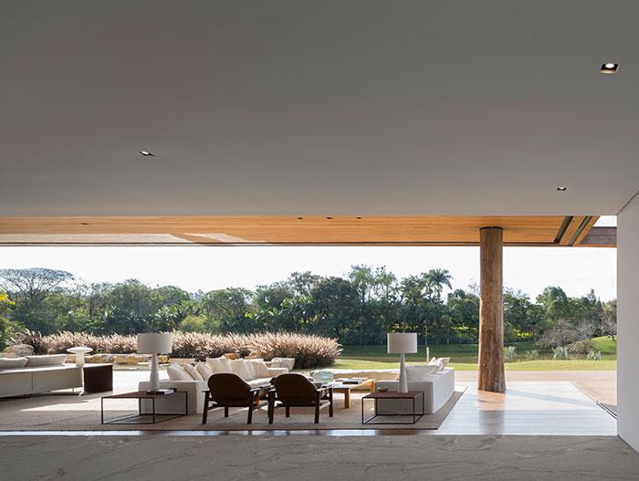 Gorgeous modern interior design in Casa Itu by Studio Arthur Casas