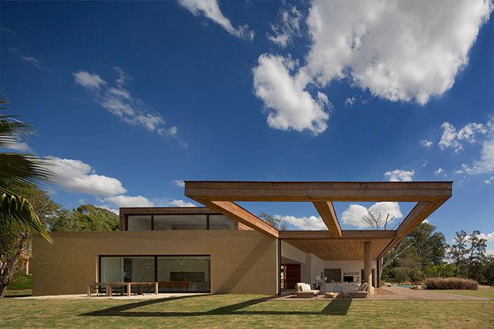 Modern architecture at its best : Brazilian sustainable house near Sao Paulo