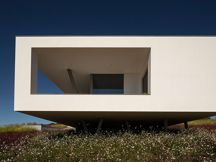 Modern Portuguese architecture displayed in Zauia House by Mario Martins Atelier