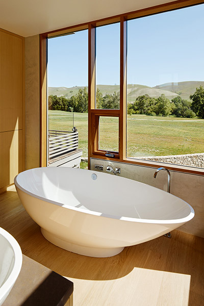 Modern bathroom & tub in great Californian retreat that balances privacy with openess