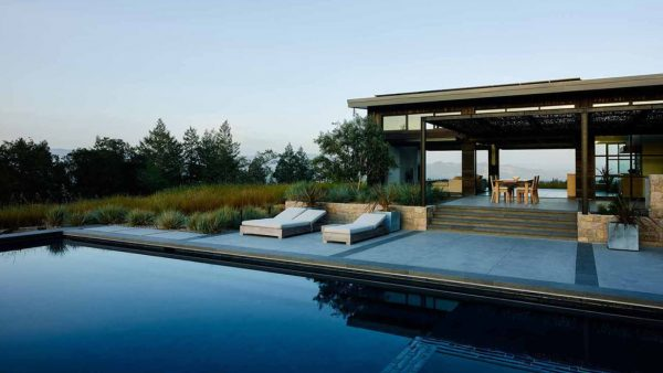 A modern home in California's wine country for an indoor-outdoor lifestyle by Feldman Architecture