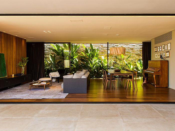 Modern living room in a single-family house near Sao Paulo inspired by Brazilian modernism - by mf+arquitetos