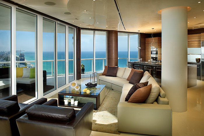 Modern living room in Akoya Miami penthouse by Pepe Calderin Design