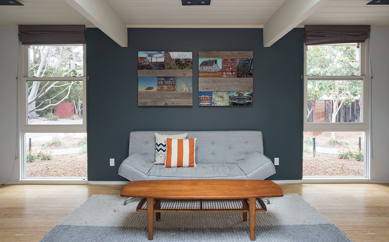 Modern sunroom in Eichler house in Silicon Valley California gets chic look after remodeling
