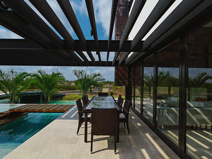 PL2 House Modern terrace in Mexican home by Seijo Peon Arquitectos y Asociados