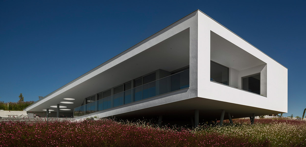 Modern Portuguese architecture at its very best - Zauia House by Mario Martins Atelier