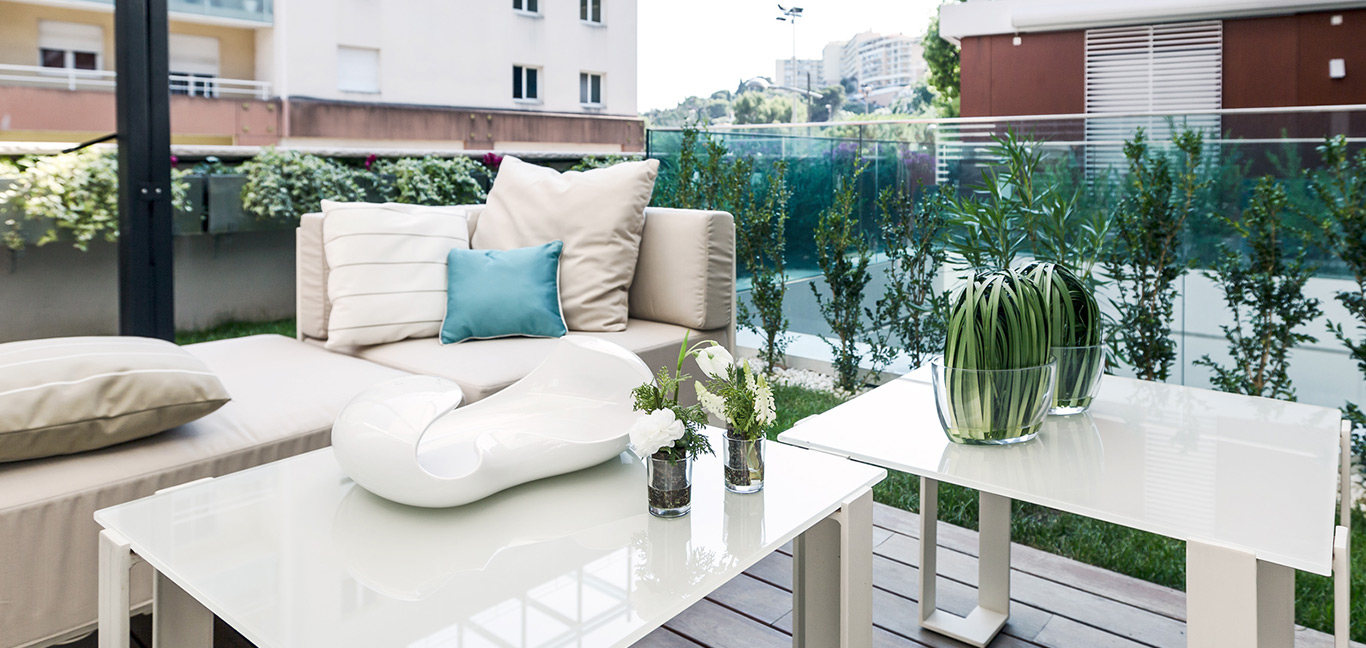 This Luxurious Monaco apartment makes for a great summer retreat on the French Riviera - Lovely outdoor lounge area designed by NG-Studio