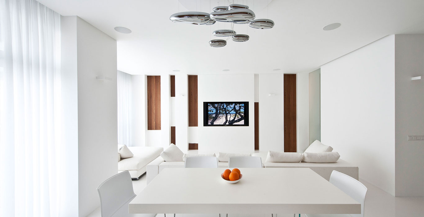 Moscow apartment with all white interior design by Alexandra Fedorova