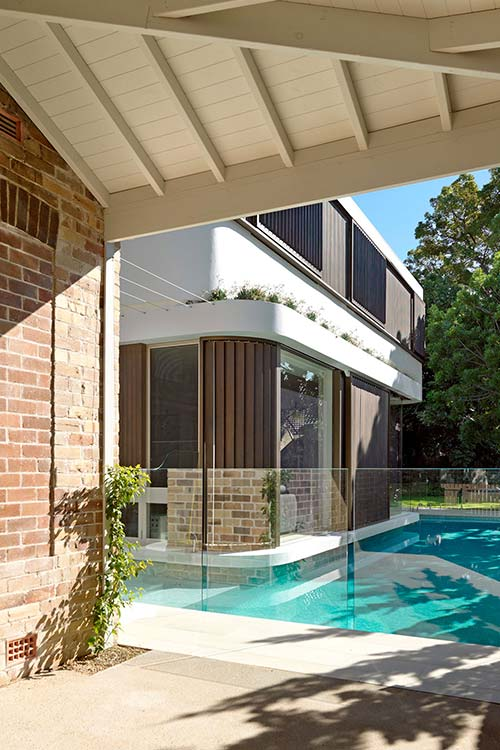 Old Australian cottage gets modern two-storey addition