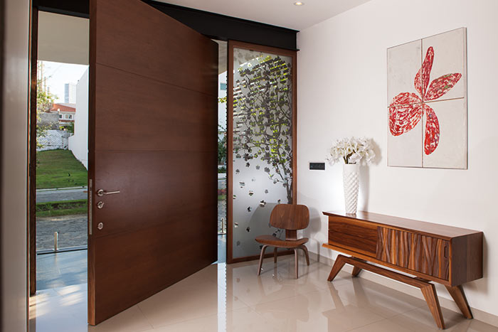 GM House pivoting door in luxurious house Mexico